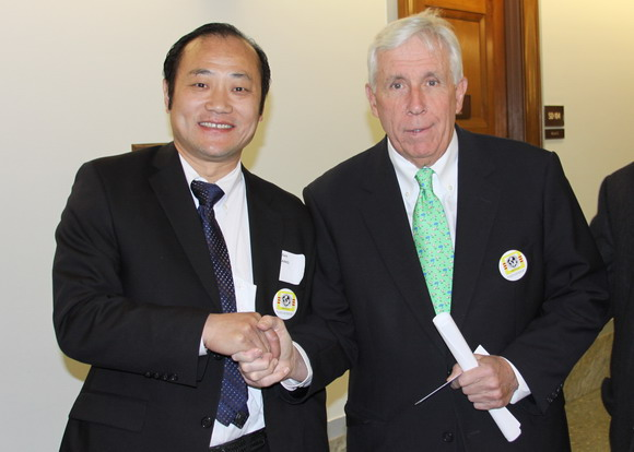 Chairman Wang, Jun shook hands kindly with U.S. Congress Senator Mr. Frank R. Wolf